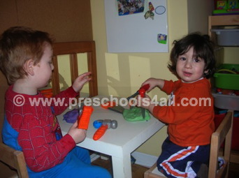 free preschool lesson plans, preschool themes, preschool lesson plans, early childhood lesson plans, preschool color theme